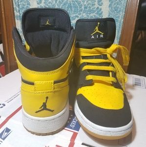 Jordan Retro 1 Black and Yellow one Love OG